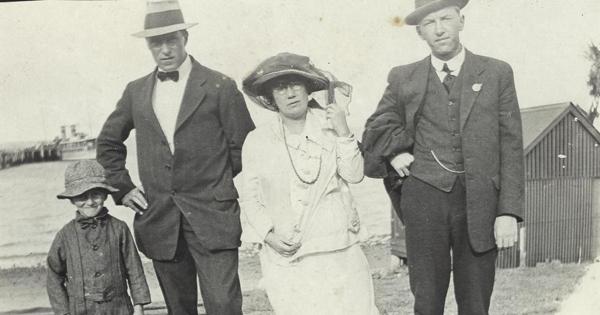 1900's Bucket Hat